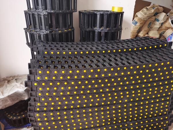 Dây xích nhựa luồn dây điện công nghiệp (máng nhựa)