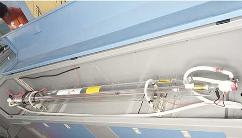 Lắp đặt ống phóng laser co2